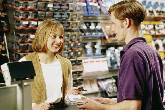 Продавец-консультант в работе