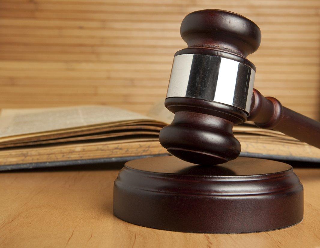 Суд и закон
