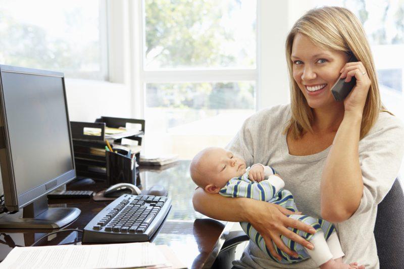 На работе с ребенком