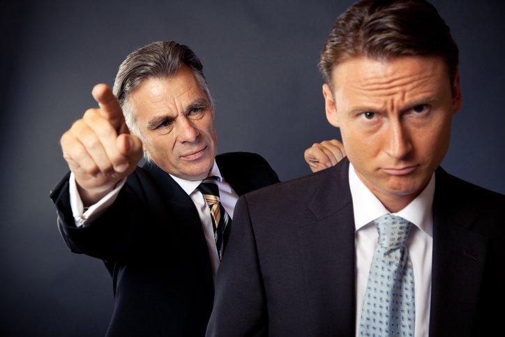 Работодатель выгоняет подчинённого