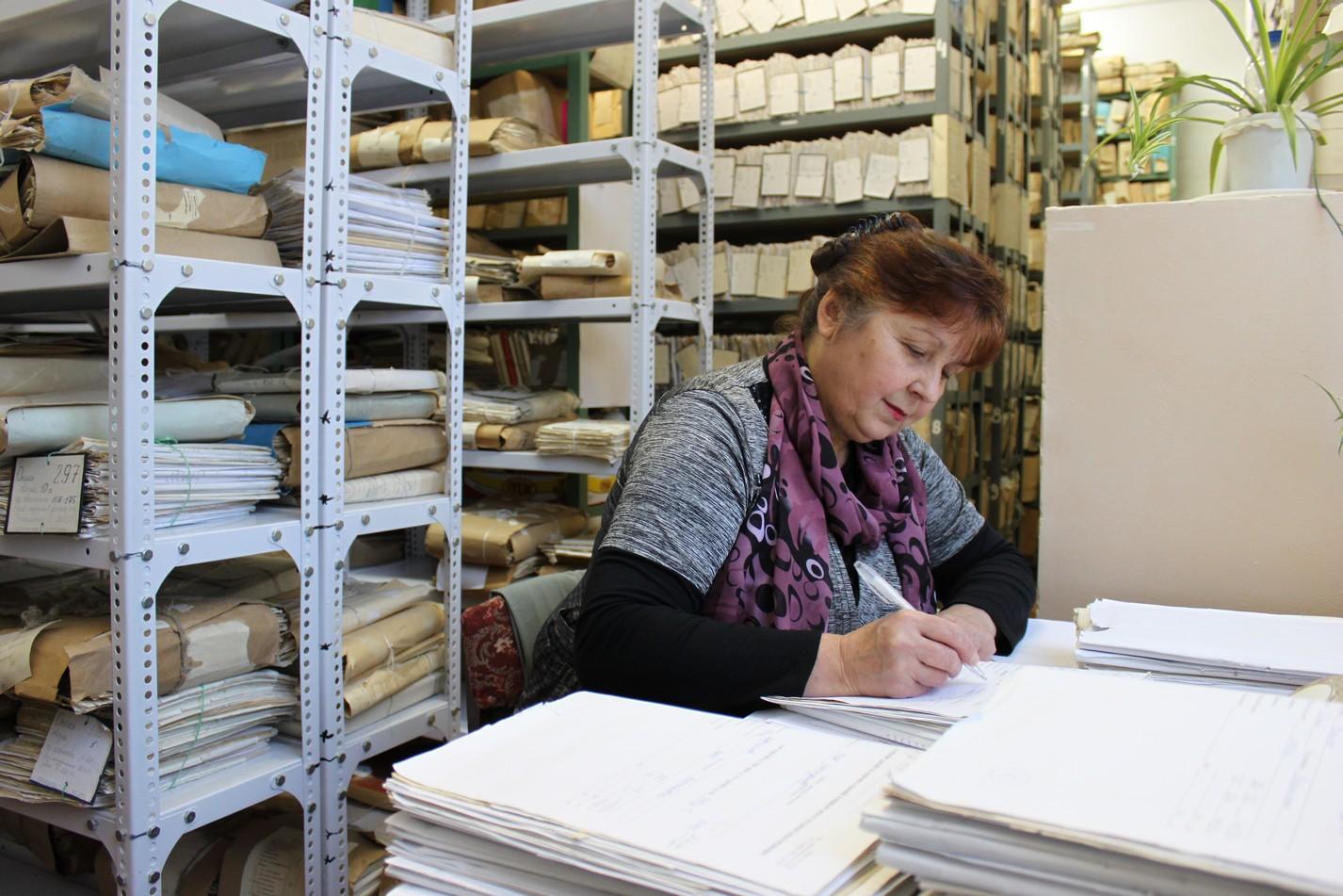 Как отправить трудовую книжку уволенному работнику по почте: правила возврата