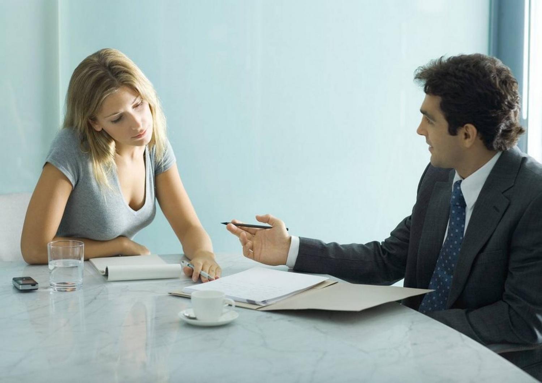 Мужчина и женщина в офисе
