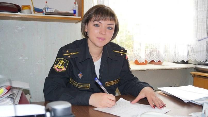 Девушка в военной форме