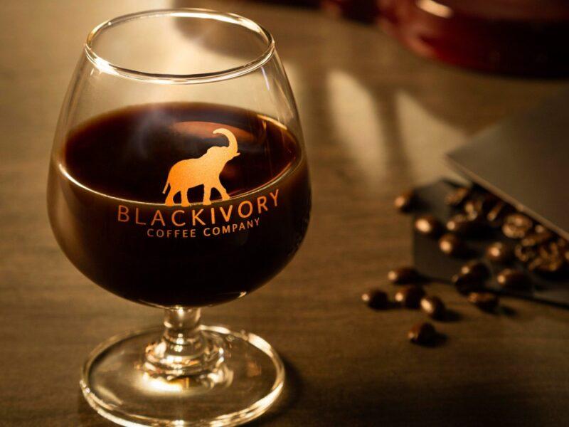 Чёрный кофе из слоновой кости